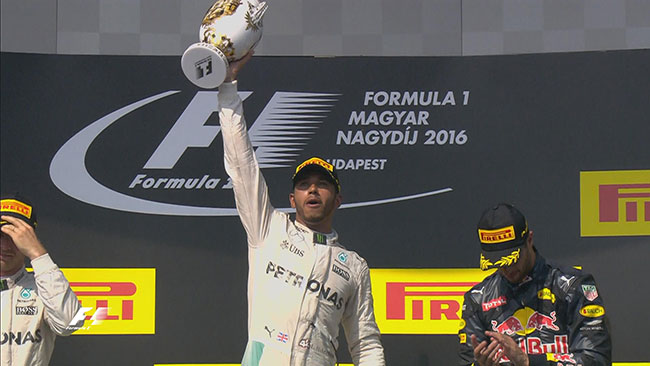 Podium Hongrie 2016 Lewis Hamilton (Mercedes AMG)
